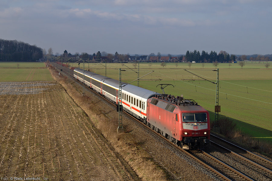 120 155 mit IC 2259 bei Elsen