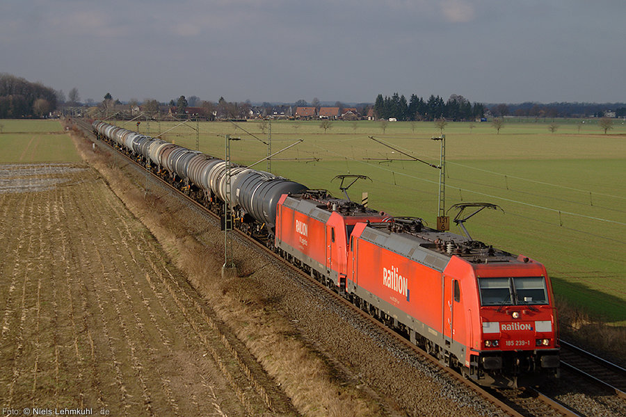 185 239 mit Schwesterlok bei Elsen