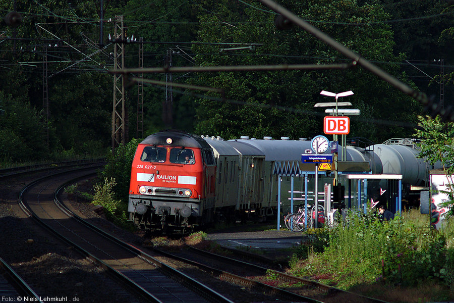 225 027 mit Spritzzug in Paderborn