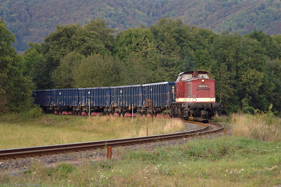 HSB 199 874 mit dem nächsten beladenen Schotterzug bei Ilfeld.
