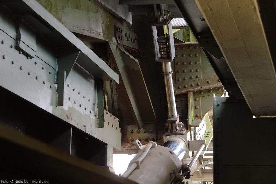 Blick aus dem Maschinenraum der südlichen Brückenhälfte