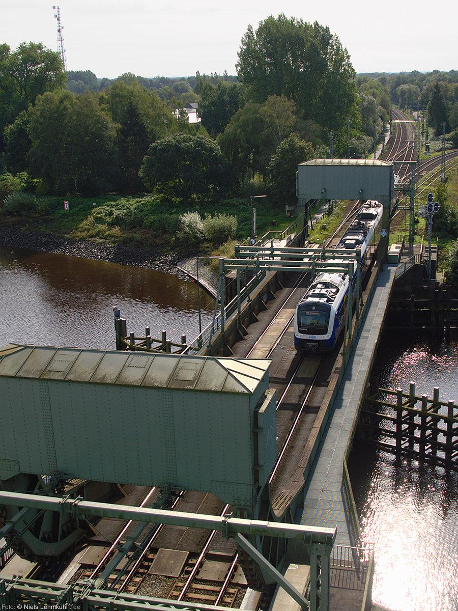 NWB ET 440 210 überquert die Huntebrücke auf der Fahrt nach Bremen.