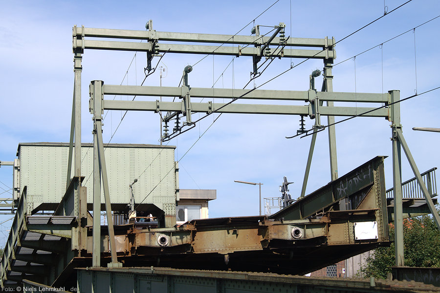 Oberleitungskonstruktion in der Brückenmitte der Huntebrücke in Oldenburg