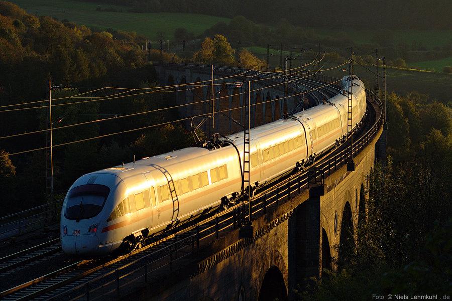 Unerkannter ICE-T als ICE 1746 Dresden–Düsseldorf auf dem Altenbekener Viadukt. (2011-10-16)