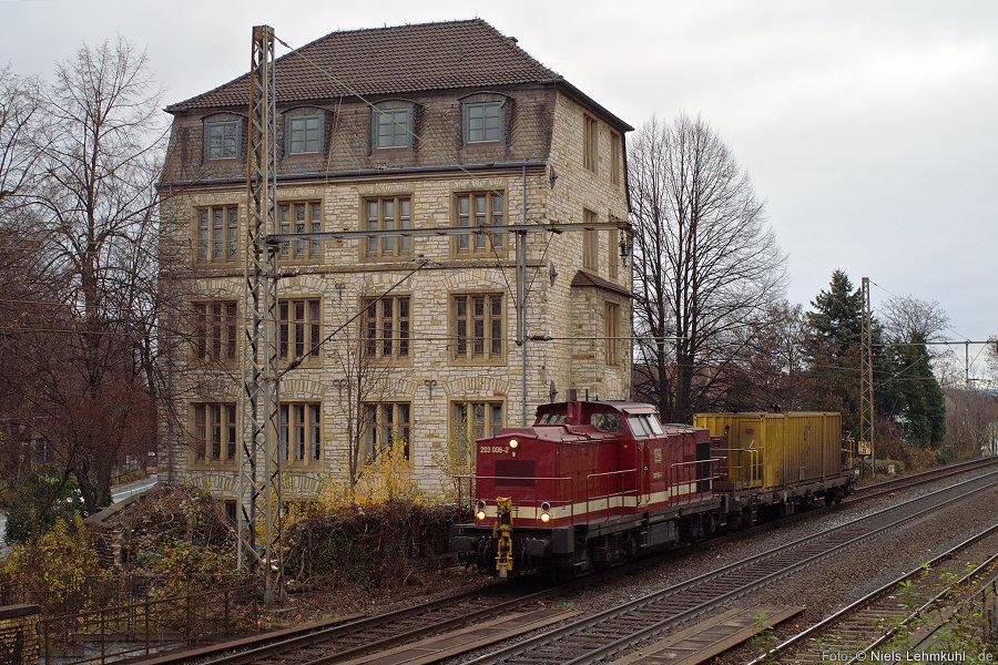 EfW 203 006 mit (nicht putzendem) Putzzug. (Paderborn, 2011-11-27)