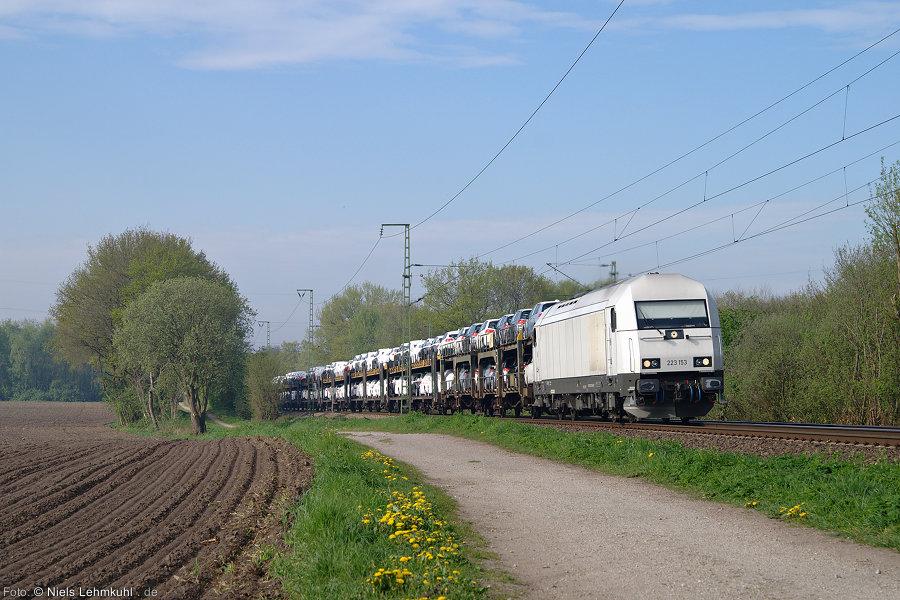 PCT 223 153 mit Autozug von Bremen nach Bremerhaven.