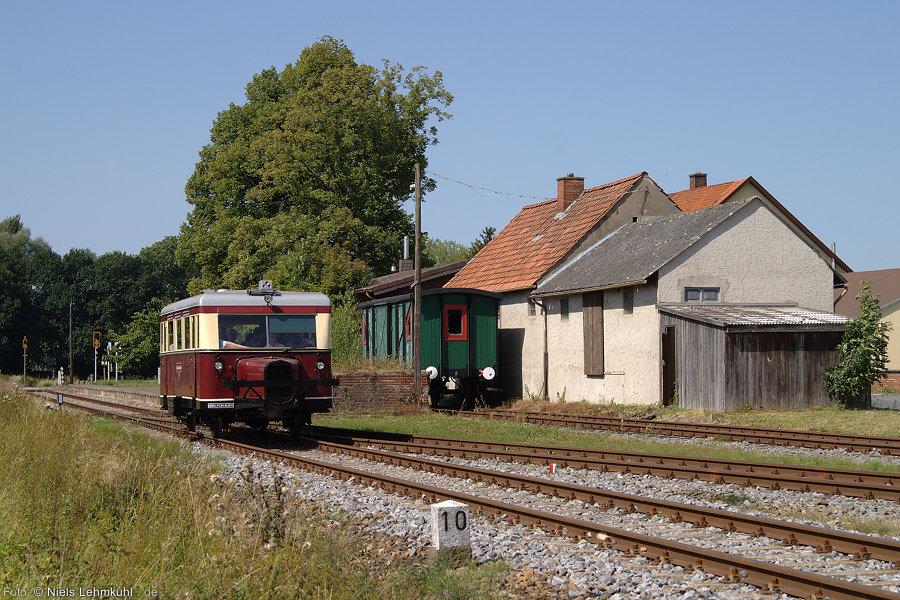 Der Wismarer Schienenbus der MEM im Landbahnhof Rabber. (2012-08-19)