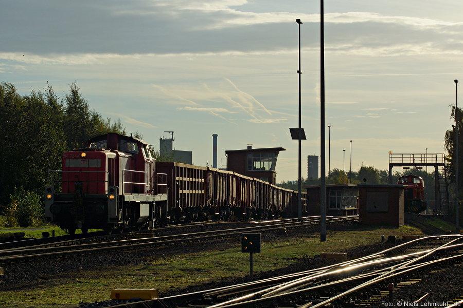 294 724 verlässt den Werksbahnhof der Georgsmarienhütte. (2012-10-18)