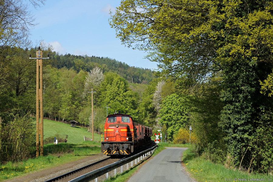 GME Lok 5 mit Bodenaushubzug bei Holzhausen (2016-05-04)
