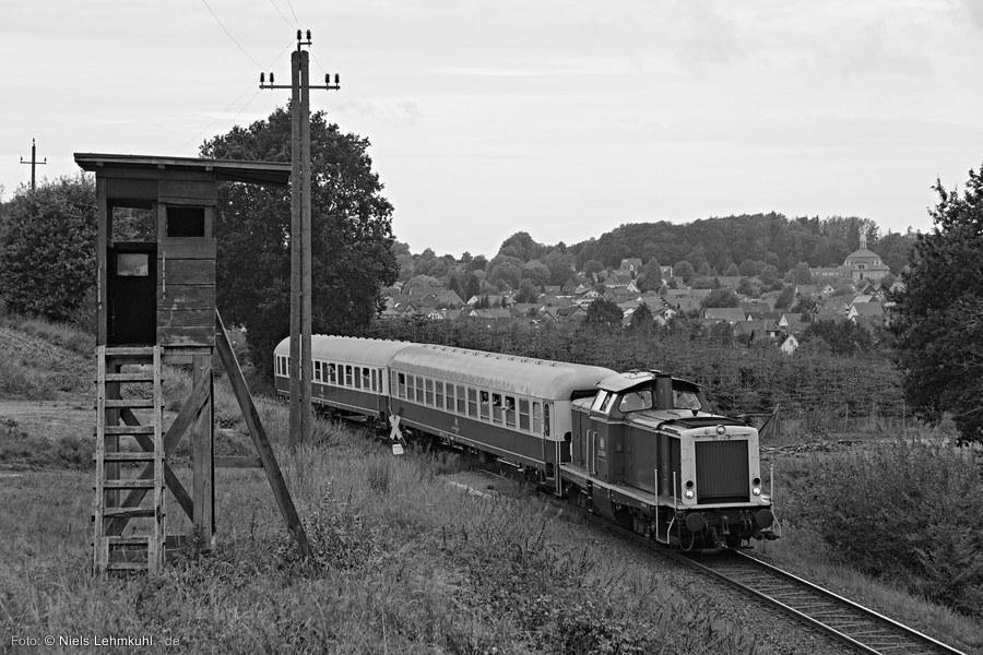 212 376 mit Sonderzug am Ortsblick Holzhausen. (2019-09-01)