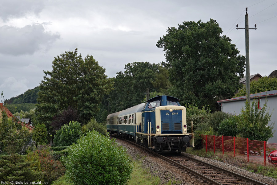 212 376 auf der Rückfahrt, nahe dem Bahnhof Holzhausen