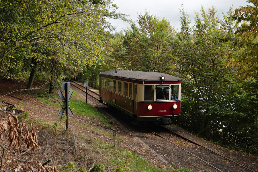 "DEV T42 ""Jumbo"" kurz hinter dem Haltepunkt Kurpark. (2019-10-03)"